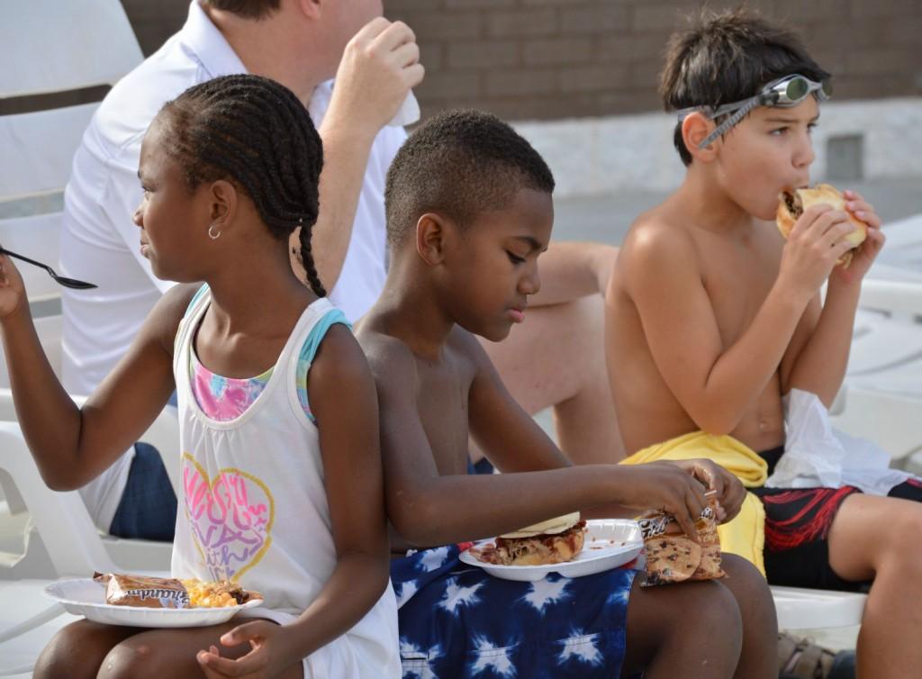 Kids Eating bbq